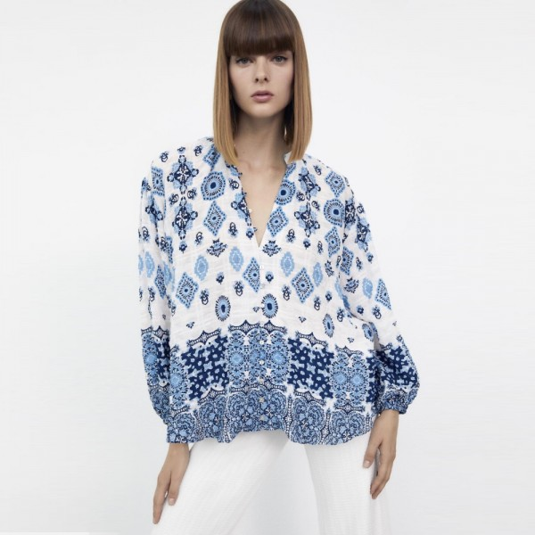 Emmy Geometric Printed V-Neck Soft Blue Loose Blouse